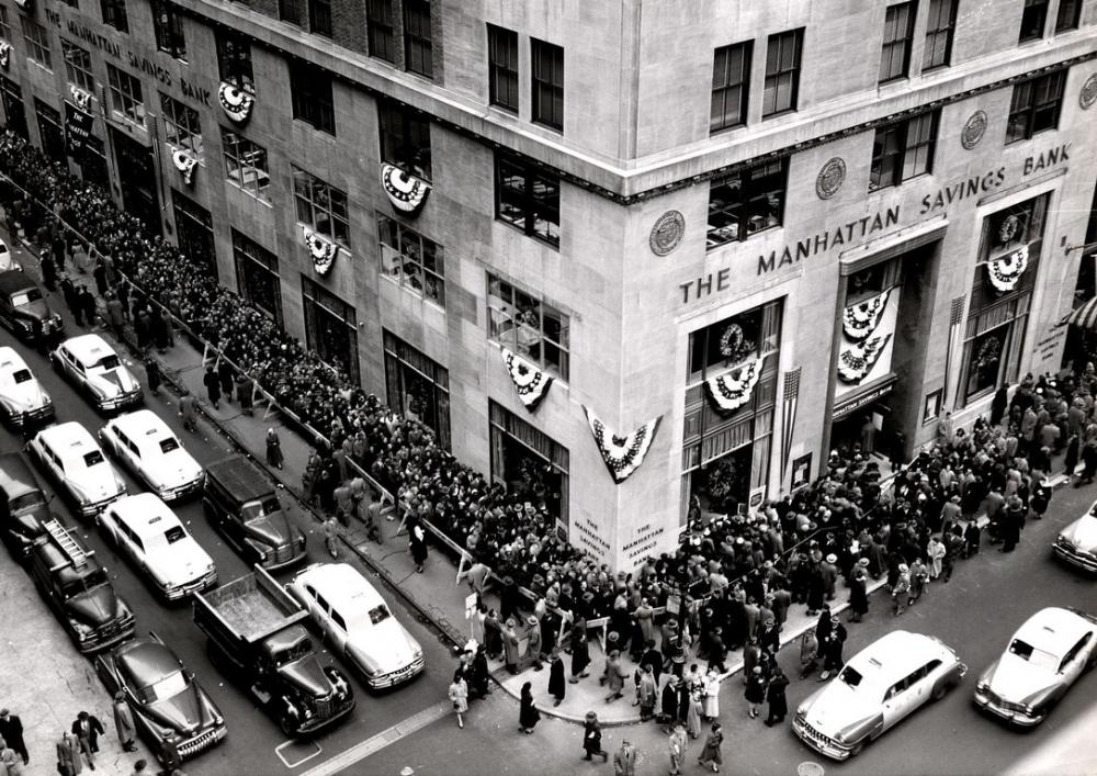 Opening of the Manhattan Savings Bank in 1952. Image courtesy of HSBC Archives.