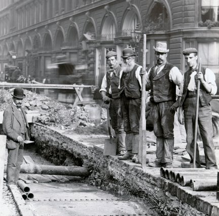 Laying telephone cables. Image courtesy of BT Heritage.